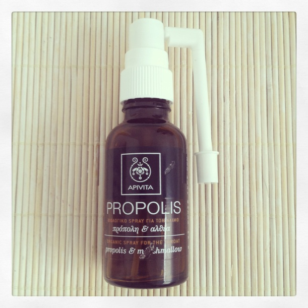 Apivita Propolis spray orgánico con malvavisco y propóleo para la garganta, organic spray for the throat, with propolis and marshmallow, spray pour la gorge certifié Ecocert au propolis et à la guimauve