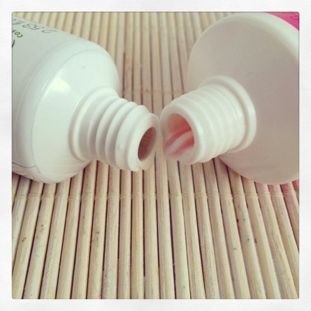 Boca de los tubos de dentífrico Melvita y Hello Kitty, pasta de dientes orgánica certificada