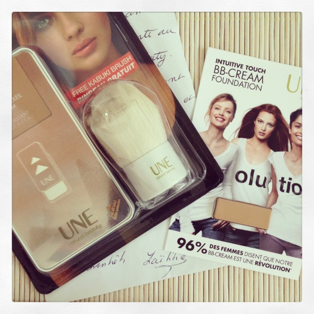Lot #mercrediunebeauty, ganado en Twitter, Lit BB-Cream Bronzer de UNE Natural Beauty y su Kaubuki