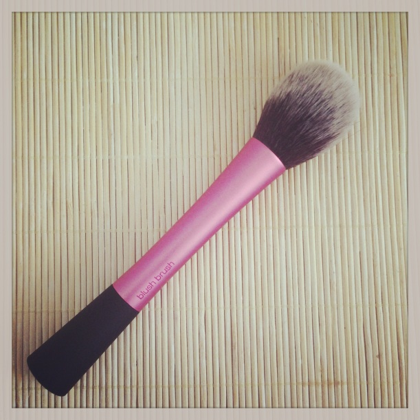 Brocha para colorete de Real Techniques, blush brush, brochas sintéticas libres de crueldad animal, cruelty-free
