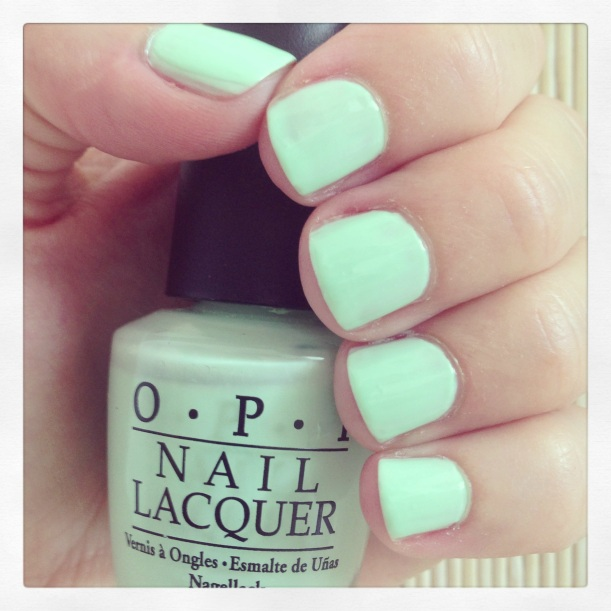 Manicura Detox #5 - OPI Gargantuan Green Grape - swatch